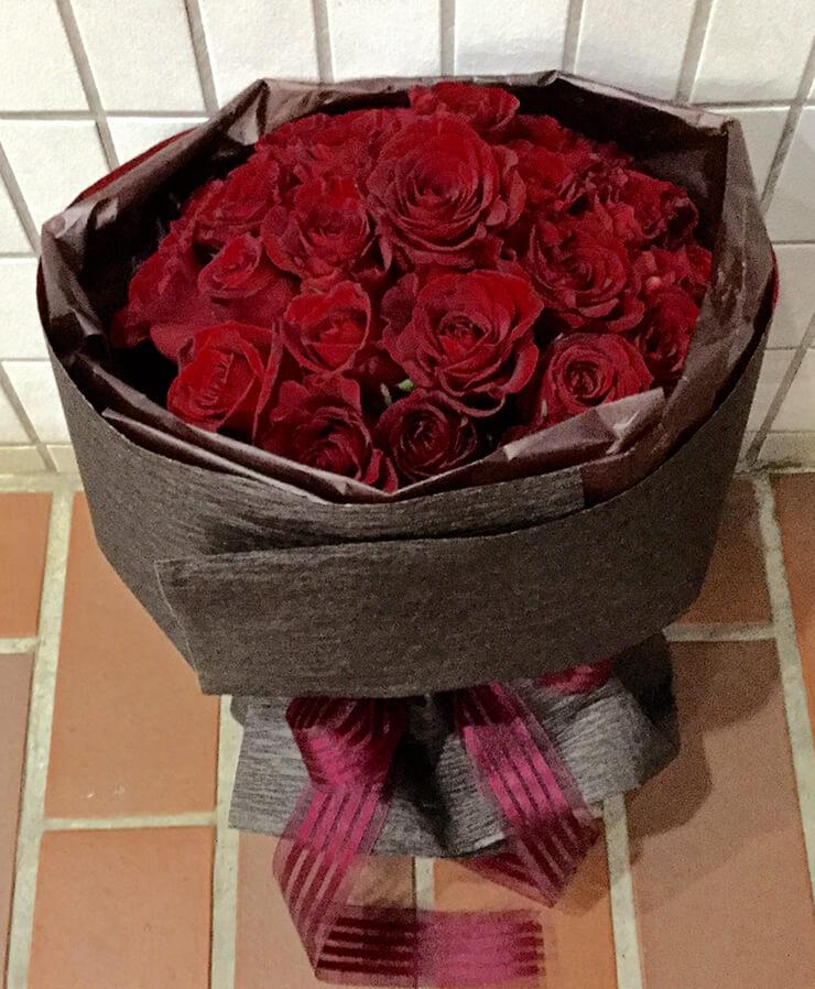 誕生日祝い赤バラ花束28本