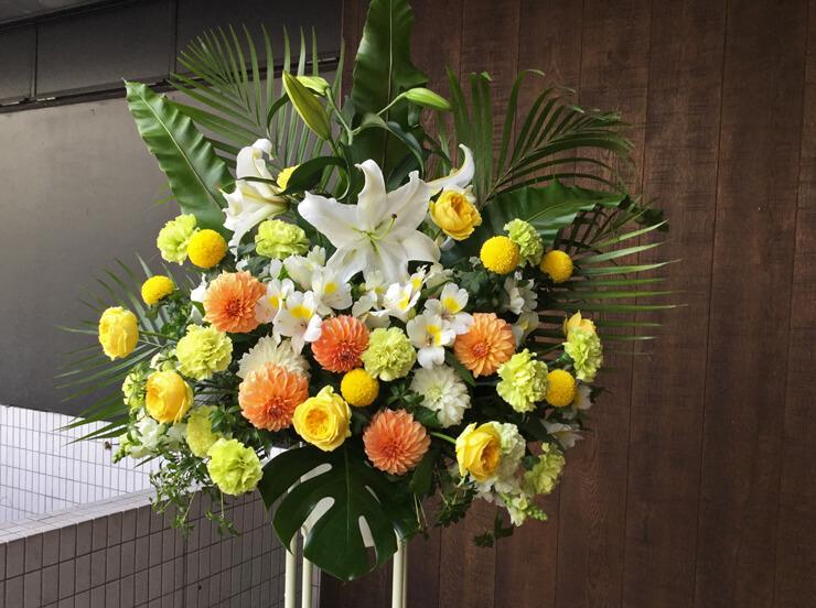 写真展祝いスタンド花