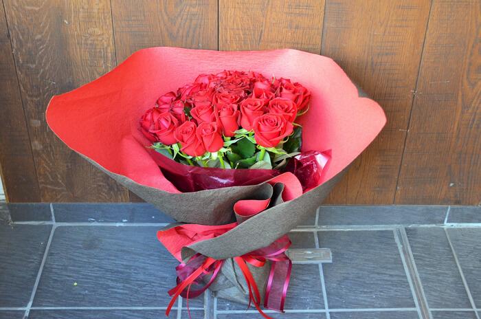 誕生祝い赤バラ花束