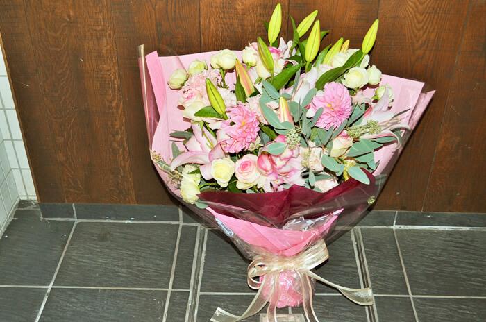 結婚祝いピンク花束