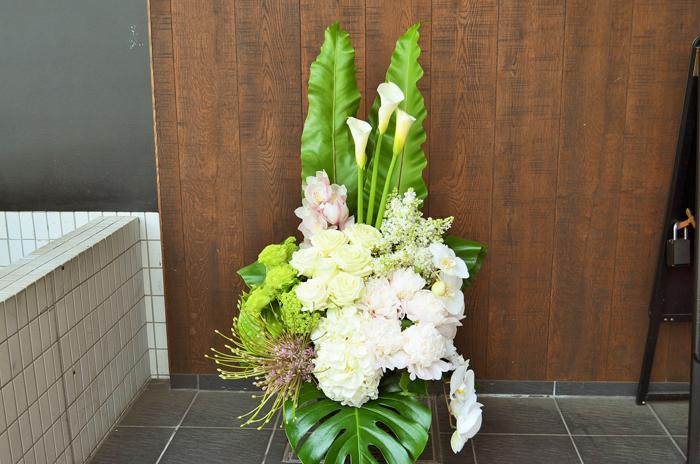 開院祝い籠スタンド花