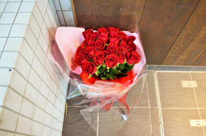 誕生日祝い赤バラ花束