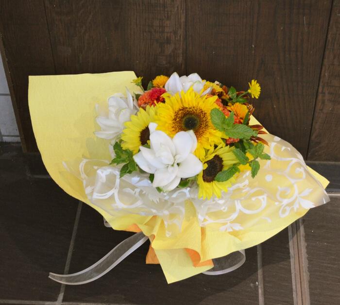 お祝い季節の花束
