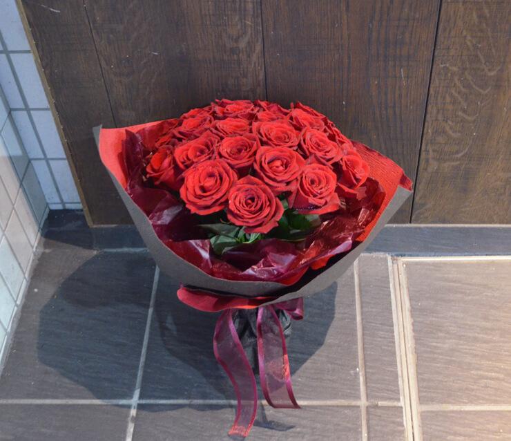 プロポーズ赤バラ花束25本