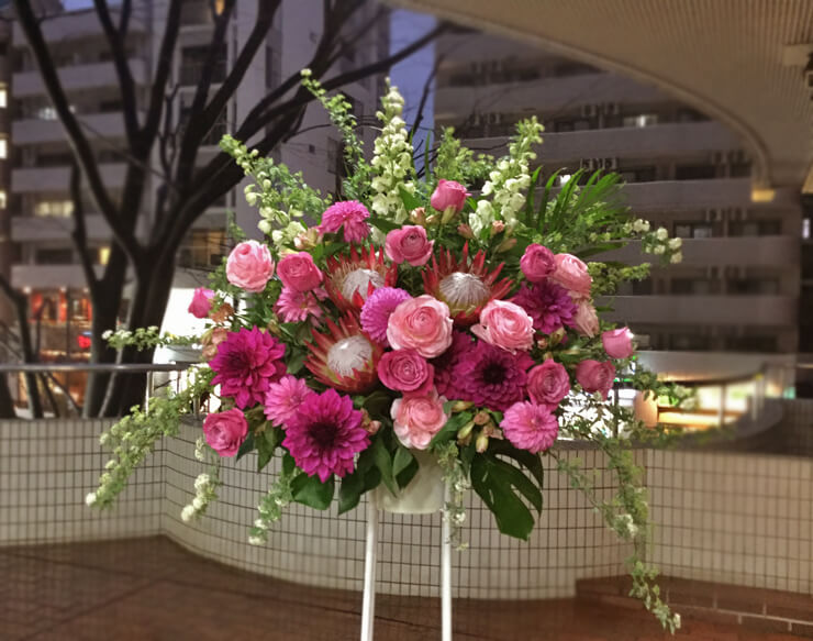 六本木開店祝いスタンド花