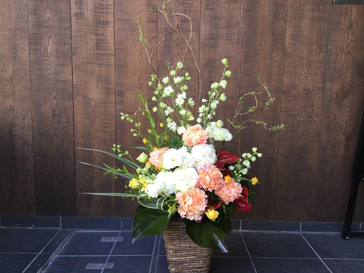新宿区西新宿 TLCボディーケアグループ樣の開院祝いにお届けした花