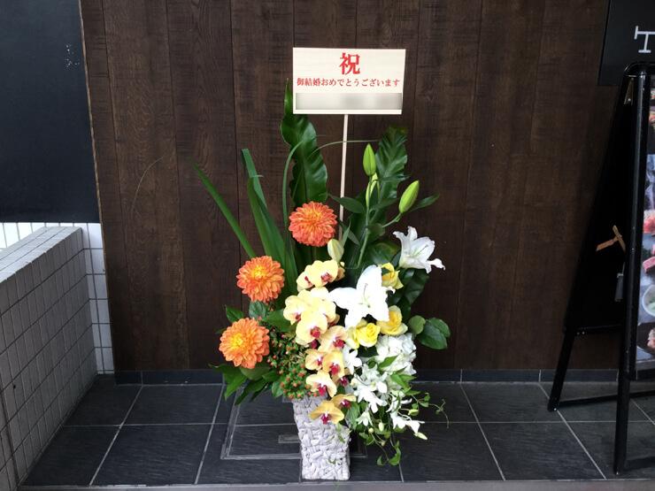 港区麻布台 東京アメリカンクラブ「マンハッタン」 結婚祝いにお届けした花
