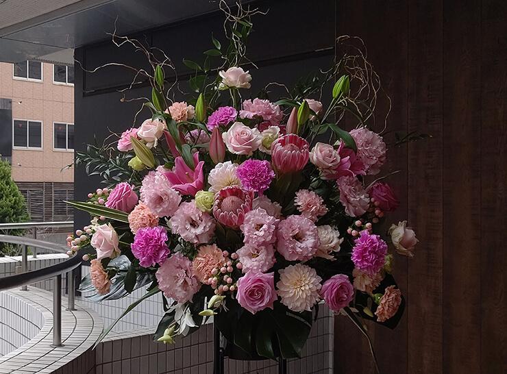 南麻布 社会福祉法人健誠会様の開設祝いにお届けしたスタンド花