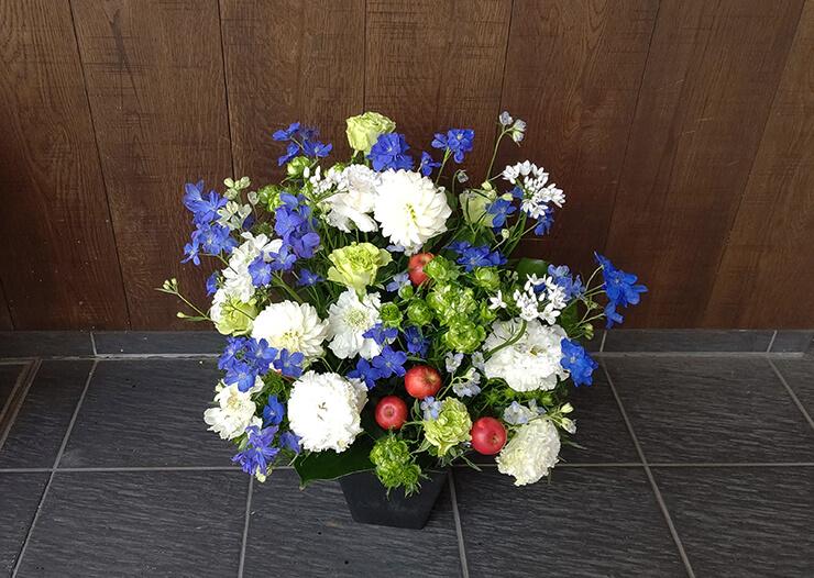 俳優座 堅山隼太様の出演祝いにお届けした花