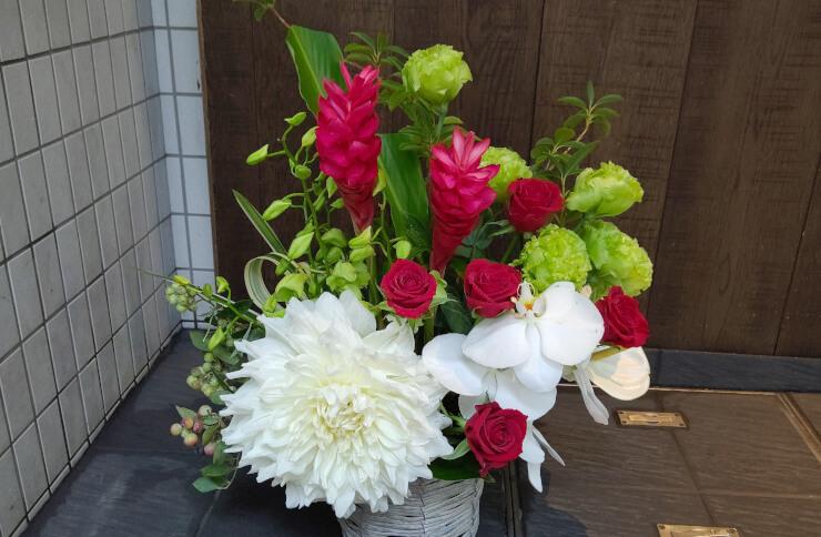 渋谷 GRAPES OMOTESANDO様の周年祝いにお届けした花