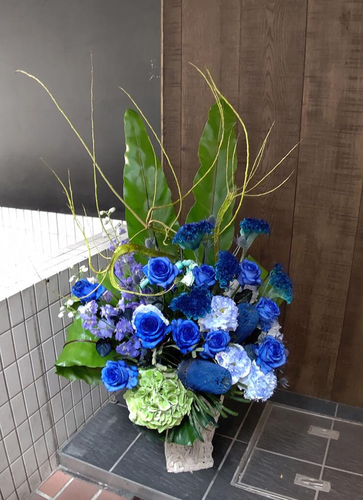 大阪市北区 ネクストイノベーション㈱様の移転祝いに贈られた大きめアレンジメント