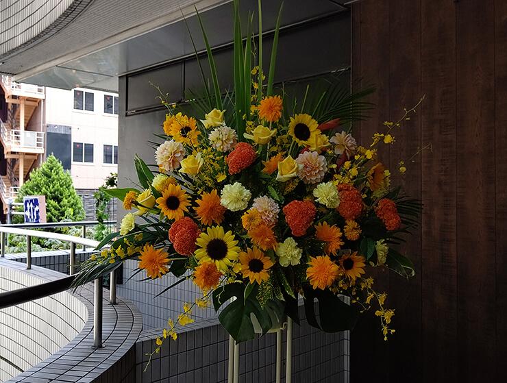 恵比寿南 ㈱j-grip様の移転祝いにお届けしたスタンド花