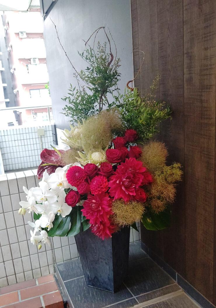 六本木ハーベストタイム様のコロナ自粛からの再オープン祝いにお届けした花