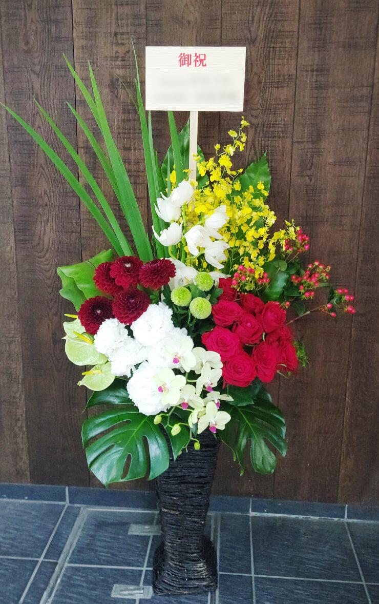 ゼニスブティック銀座様の開店祝いにお届けした籠スタンド花
