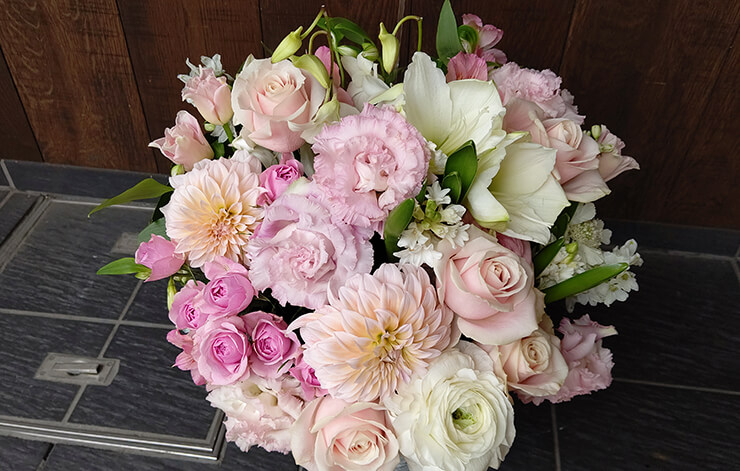 シアタークリエ 真飛聖様の公演祝いにお届けした花