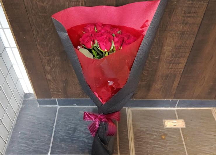 経堂 誕生日祝いに贈られた花束 赤バラ20本