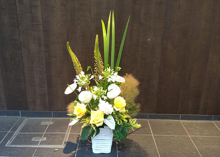 南青山 Le geant様の周年祝いにお届けした花