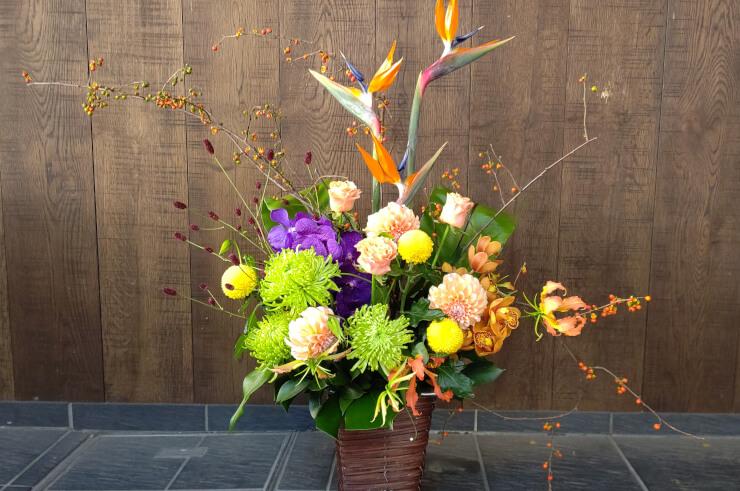 銀座結絆様の開店祝いにお届けした花