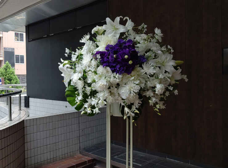 品川プリンスステラボール つんこ様のライブ公演祝いにお届けしたスタンド花