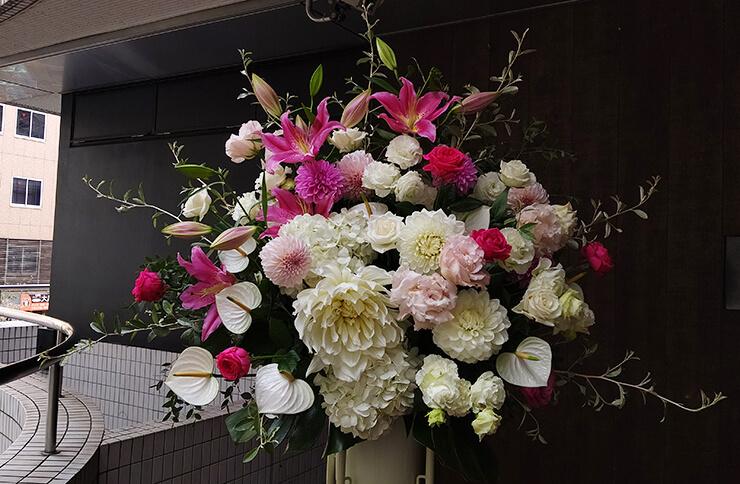 紀伊国屋ホール 小越勇輝様の舞台ご出演祝いにお届けしたスタンド花