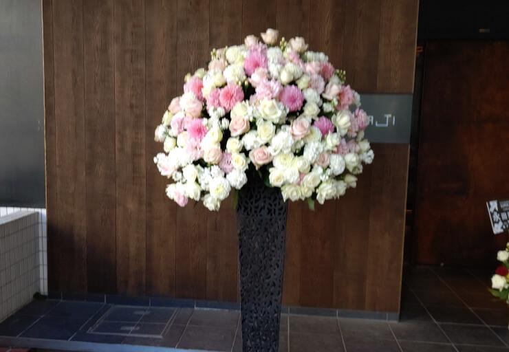 ヒュリックホール東京 THE SAKURA DENBU様の公演祝いにお届けしたスタンド花