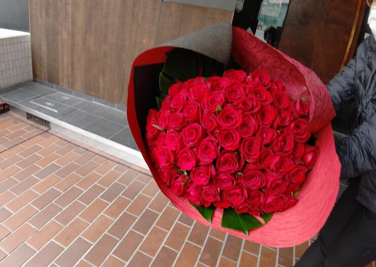 富国紙業株式会社様 還暦祝に赤バラ花束60本