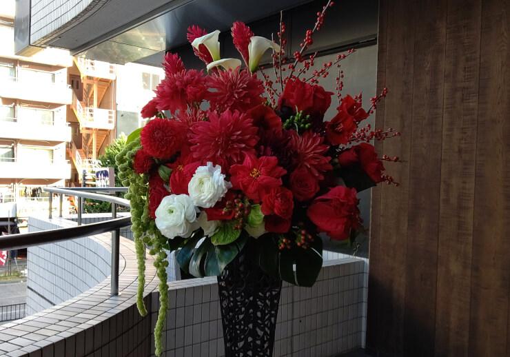 六本木クラブ美ノ間 綾乃様の誕生日祝いにお届けしたアイアンスタンド花