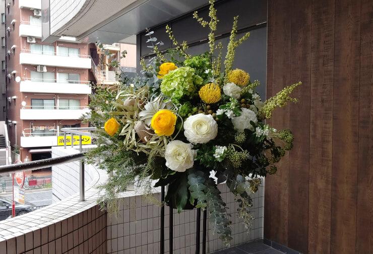 麻布十番 イートモアグリーンズ様のリニューアルオープン祝いにお届けしたスタンド花