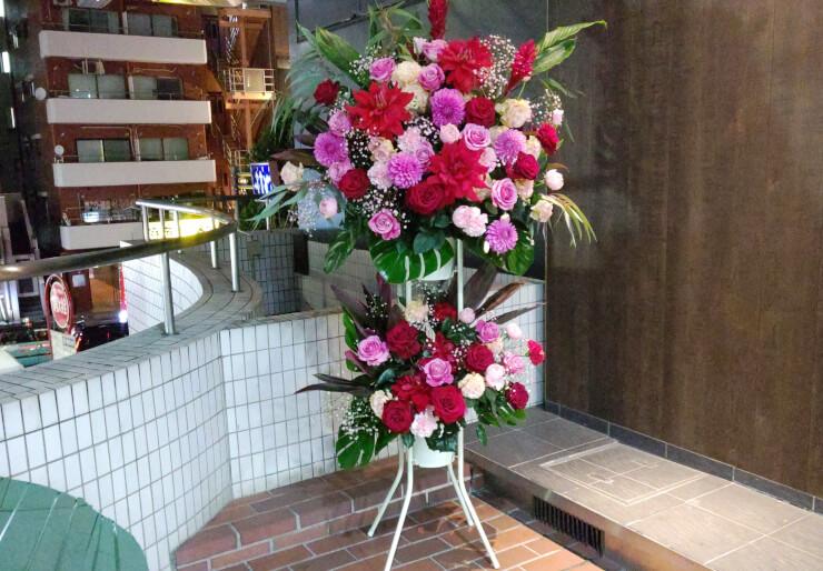 渋谷ガーデンパティオ 氷川美南様のお誕生日祝いにお届けしたスタンド花2段
