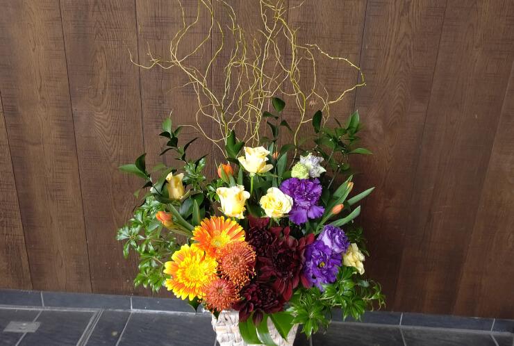 渋谷区神宮前 クレエ株式会社様の移転祝いにお届けした花
