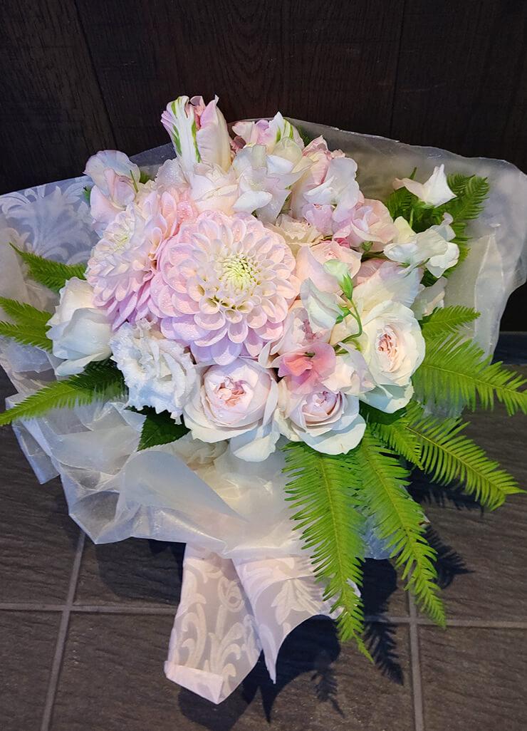 西麻布レ・フェルヴェソンス 結婚祝いにお届けした花束