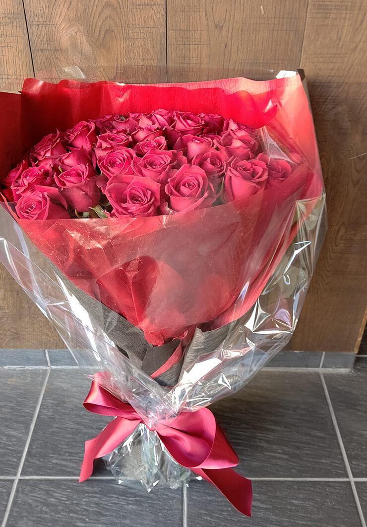 【麻布十番 M.Museeご来店】 誕生日祝いにお届けした花束 赤バラ48本